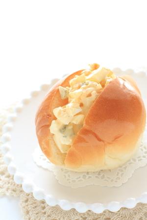 Egg and mayonnaise roll bread sandwich Reklamní fotografie - 91673429