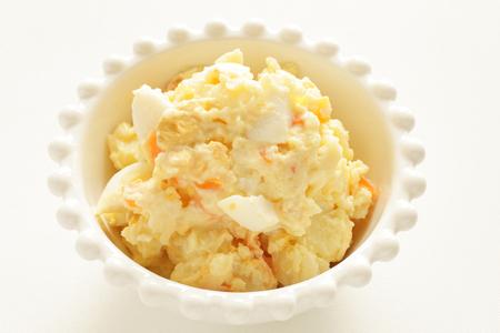 Hausgemachter Kartoffelsalat Standard-Bild - 91106319