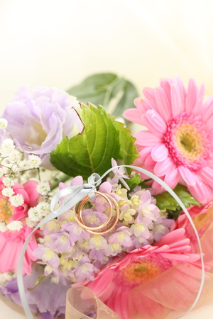 Hydrangea and daisy bouquet with wedding ring