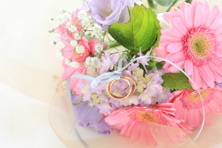 Daisy and Hygrandea bouquet with wedding ring
