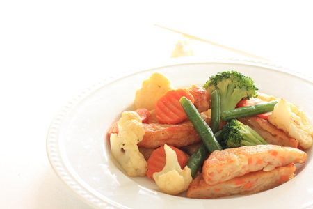 vegetable and fish cake stir fried Stockfoto - 102164607
