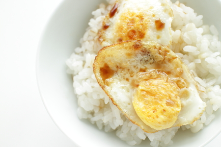 Asian food, Pan fried quail egg and soy on rice 版權商用圖片