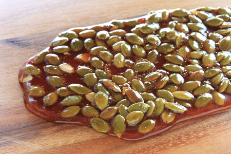 Pumpkin seed and caramel for candy cooking image 版權商用圖片 - 119721469