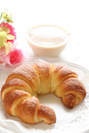 Homemade sugar croissant and milk tea 版權商用圖片