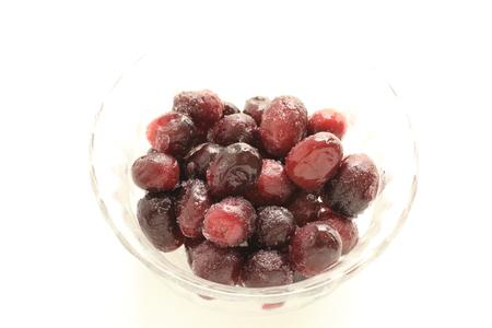 Frozen grape on white background Stockfoto - 115194396