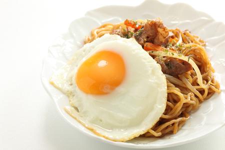 Japanese food, pork fried noodles Stockfoto - 119749189