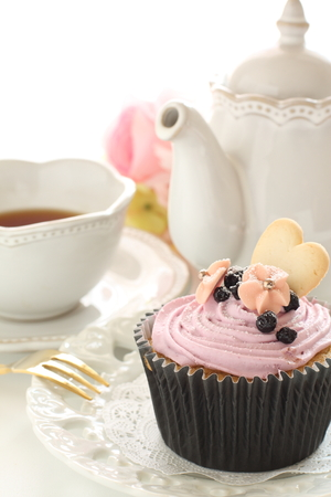 Berry and cookie cup cake with tea