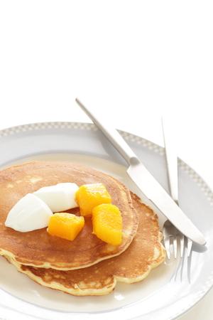 Frozen mango and Yogurt Banque d'images - 125110659