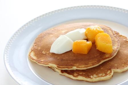 Frozen mango and Yogurt Banque d'images - 125110663