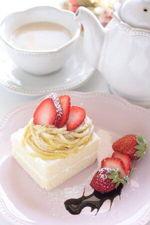 Marron and strawberry cake