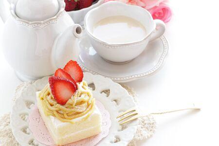 Freshness strawberry and maroon cake Foto de archivo - 127162900