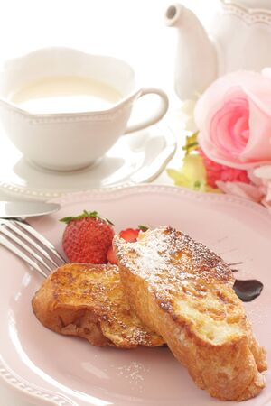 French toast and strawberry Foto de archivo - 127619082