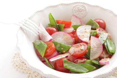 Homemade radish and tomato salad 写真素材 - 130346193