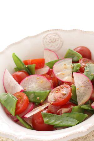 Homemade radish and tomato salad 写真素材 - 130346194