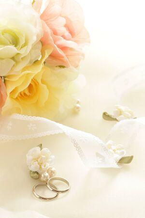 Para pierścionek i wstążka do obrazu ślubnego