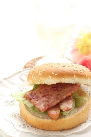 Hawaiian food, sausage burger 写真素材 - 133457254