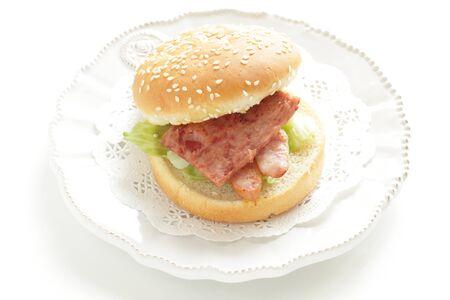 Hawaiian food, sausage burger Reklamní fotografie - 133457250