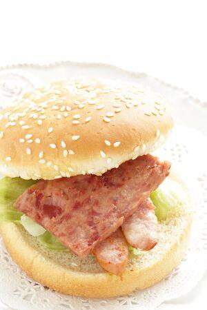 Hawaiian food, sausage burger Reklamní fotografie - 133457252