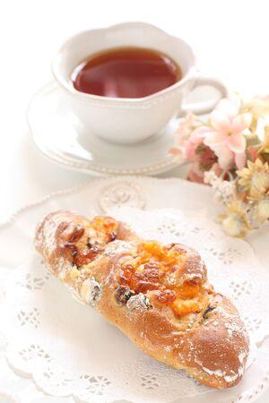 Cheese and raisin French bread Banco de Imagens - 132429237