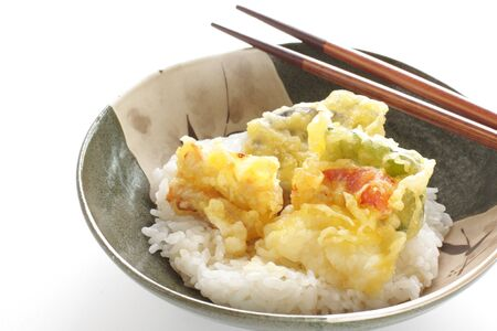 Japanese food, asparagus and vegetable Tempura on Rice 版權商用圖片 - 134770977