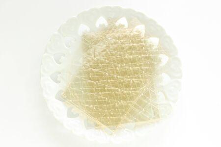 Gelatin sheet on dish for cooking ingredient image 版權商用圖片 - 134771692