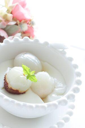 Lychee and yogurt for healthy breakfast Stockfoto