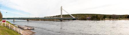 rovaniemi: Jatkankynttila Bridge (Lumberjack Candle Bridge), a famous bridge crossing Kemijoki in Rovaniemi, Finland.