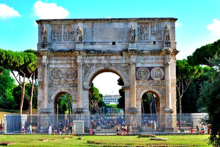 Wonders and details of ancient Rome, streets, monuments and charming corners.