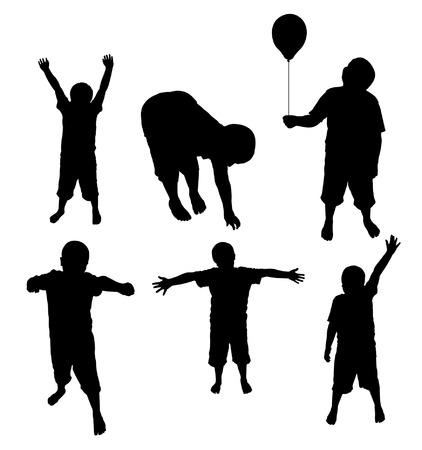 ni�os divirtiendose: varios ni�os divertirse y posando Silhouettes