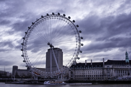 The London Eye, the largest ferris wheel in Europe which has 32 capsules from which passengers can view London Stock Photo - 15670866