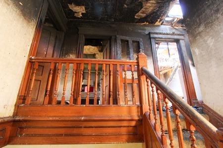incendio casa: Daño de fuego en Casa