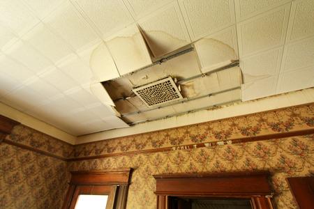 Plafond Schade door vuur en water Stockfoto