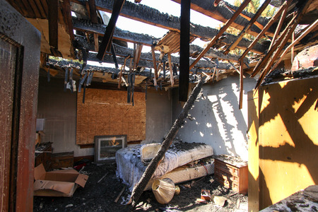 Fire Damage in Bedroom 版權商用圖片 - 44009762