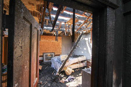 Fire Damage in Bedroom 版權商用圖片 - 44009765