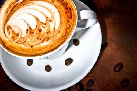 コーヒー挽きたての豆からなされます。