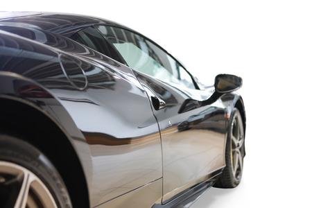 強力な性能を持つショールームでスタイリッシュな高級車を驚くほど黒い色 写真素材