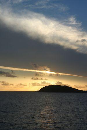 A calming shot of sunset just off Saint Thomas. 版權商用圖片 - 2510989
