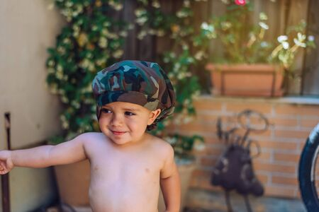 portrait of a child 18 months old wearing a hat and with the background out of focus. Stockfoto - 149980235
