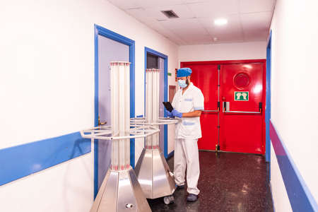 Conceptual photo of a hospital worker cleaning the ward Stockfoto
