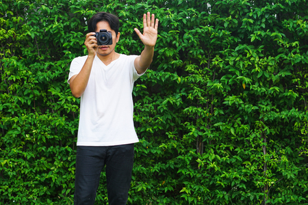 Photographers are photographing a bush background.