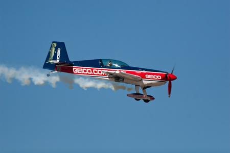 エル ・ パソ 10 月 21 日: ティム ・ ウェーバーさらさ空中ディスプレイでフォート ブリス、ビッグス飛行場 30 周年記念アミーゴ Airsho で 2011 年 10