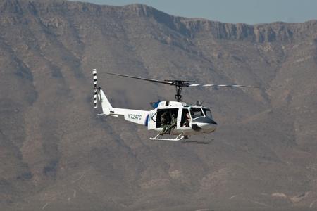 エル ・ パソ 10 月 21 日: CBP を置く空中ディスプレイでフォート ブリス、ビッグス飛行場でエルパソ、テキサス州で 2011 年 10 月 21 日 [30 周年記念ア