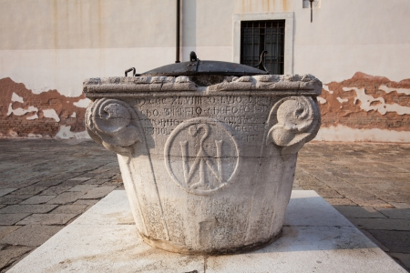A well in Venice, Italy from 1059