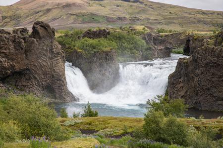 Hjálparfoss Waterfall Фото со стока