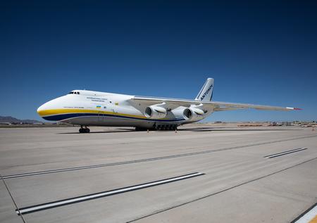 EL PASO, TX – SEPTEMBER 23.  A Russian Antonov 124 parked on the cargo ramp of the El Paso International Airport, El Paso, Texas – 23 September 2018 Редакционное