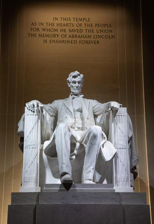 Scupture of Lincoln at night Фото со стока