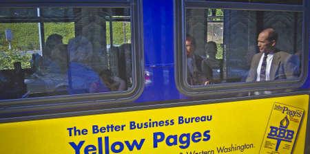 バス窓の反射。