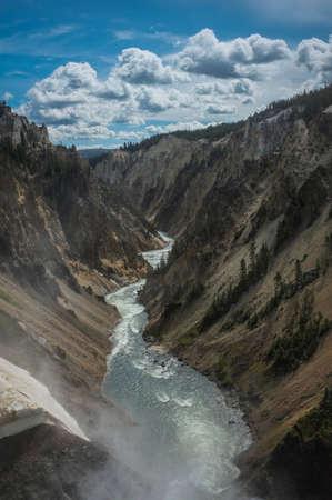 yellowstone: Yellowstone River Canyoni