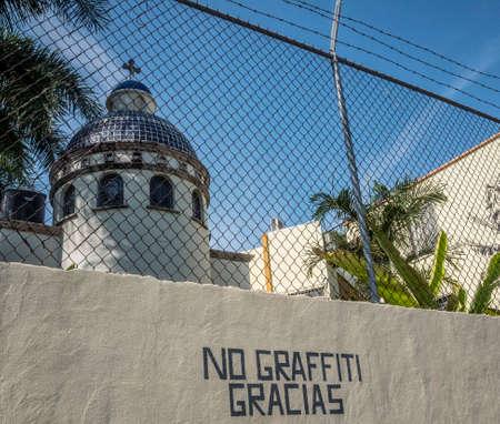 Anti graffiti muurpaal, San Blas, Mexico. Stockfoto - 93455678