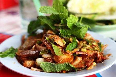 Nam Tok - Tradicional comida tailandesa del estilo, del noreste de Tailandia Isaan